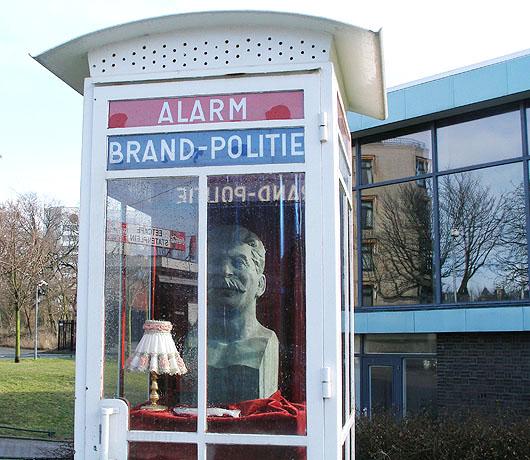 Stalin in een telefooncel