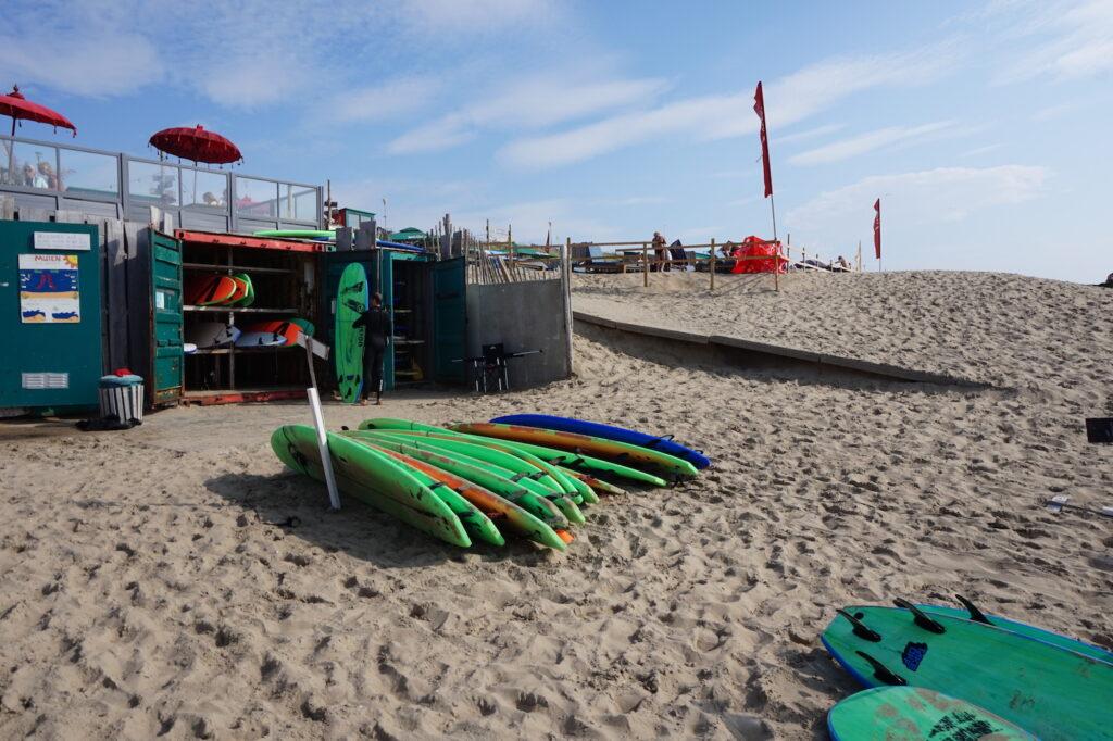 Surfen bloemendaal aan zee